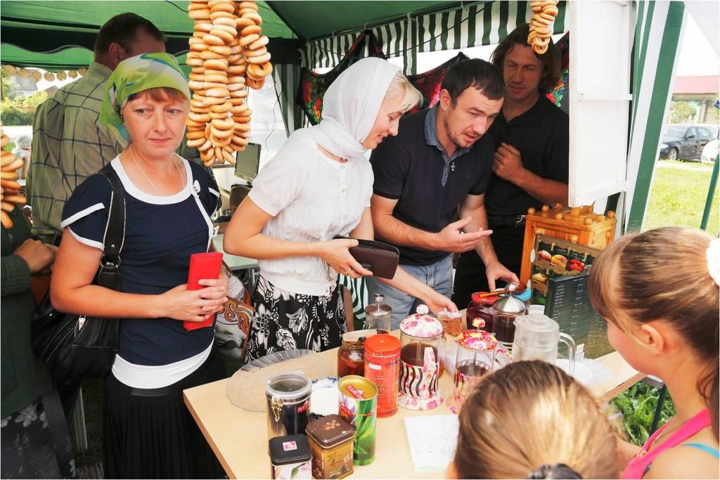 В работе чайной принимали участие дети из военно-патриотического клуба.